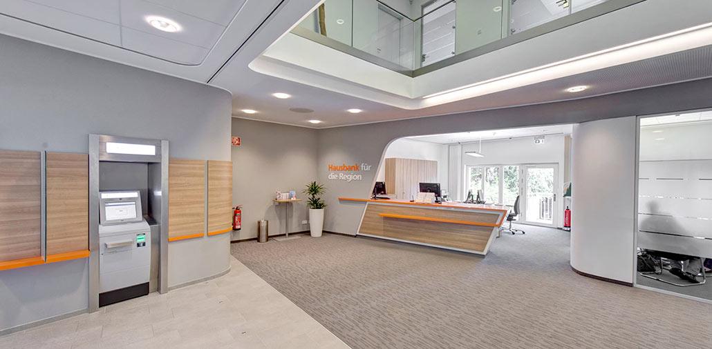 Neubau Volksbank-Filiale Wilster, Ansicht Kundenhalle und SB-Bereich