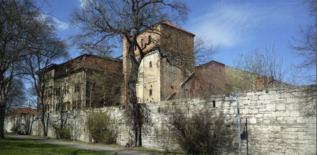 Im Originalzustand erhaltene Malzfabrik in Mühlhausen, Thüringen von 1890, Ansicht Stadtmauer