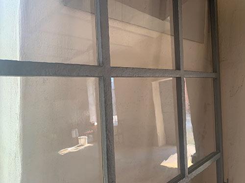 Sanierung der denkmalgeschützten Papierfabrik Hohenofen, neues Musterfenster mit historischem Glas