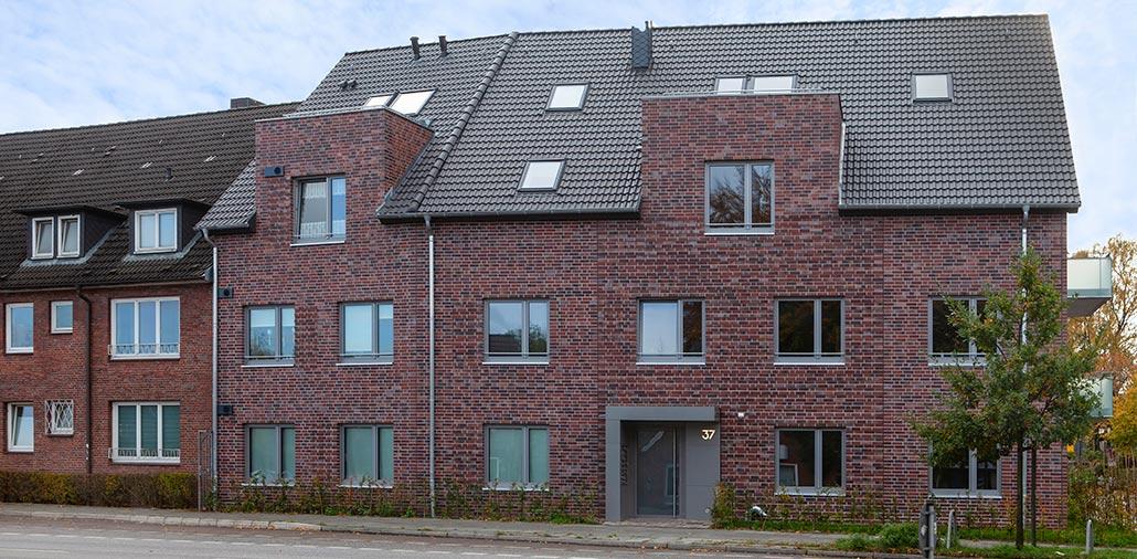 Mehrfamilienhaus mit 15 Wohnungen Frontansicht