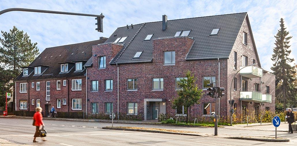 Eckansicht Mehrfamilienhaus mit 15 Wohnungen